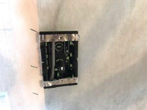 セルロースファイバー断熱材のシートのコンセントの部分